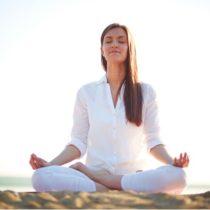 Cuál es la Ropa para Hacer Yoga mas Adecuada