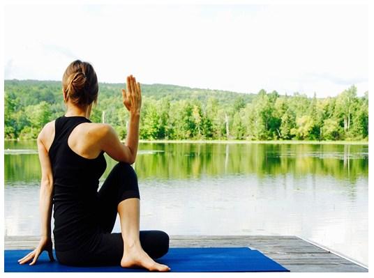 Posturas y beneficios psicológicos del yoga